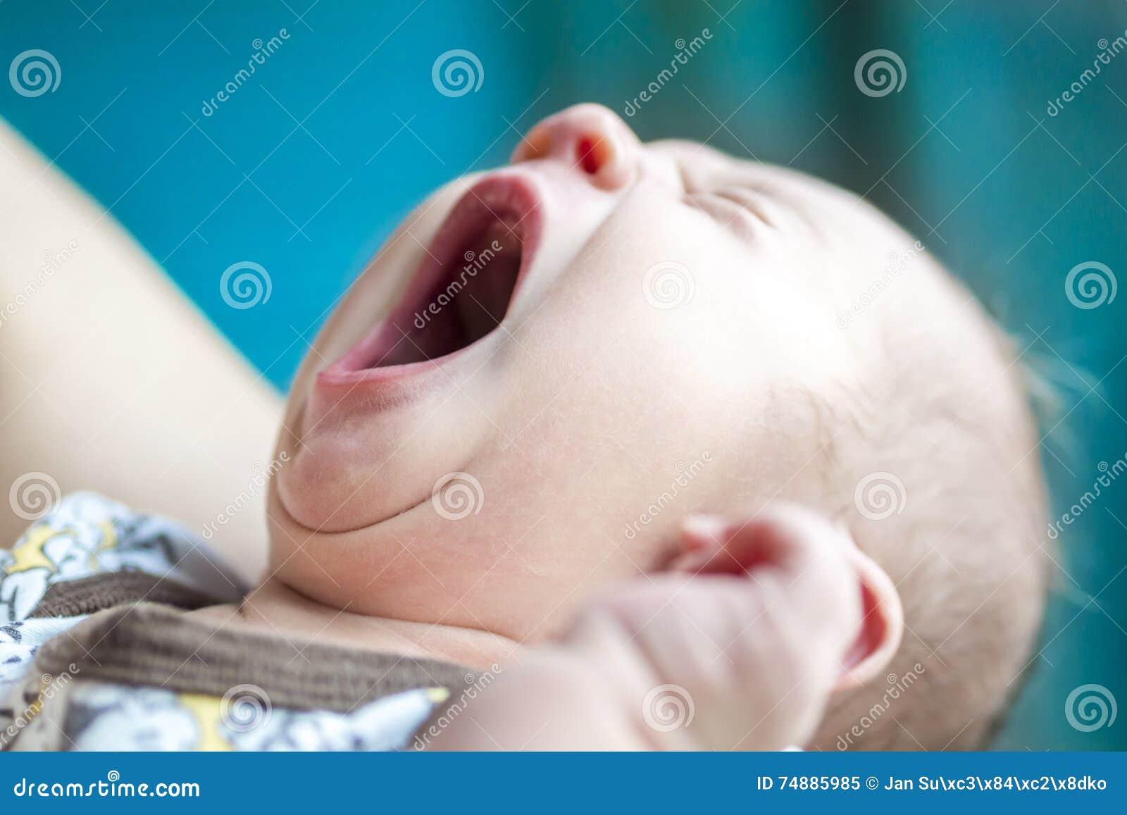 Criança recém-nascida