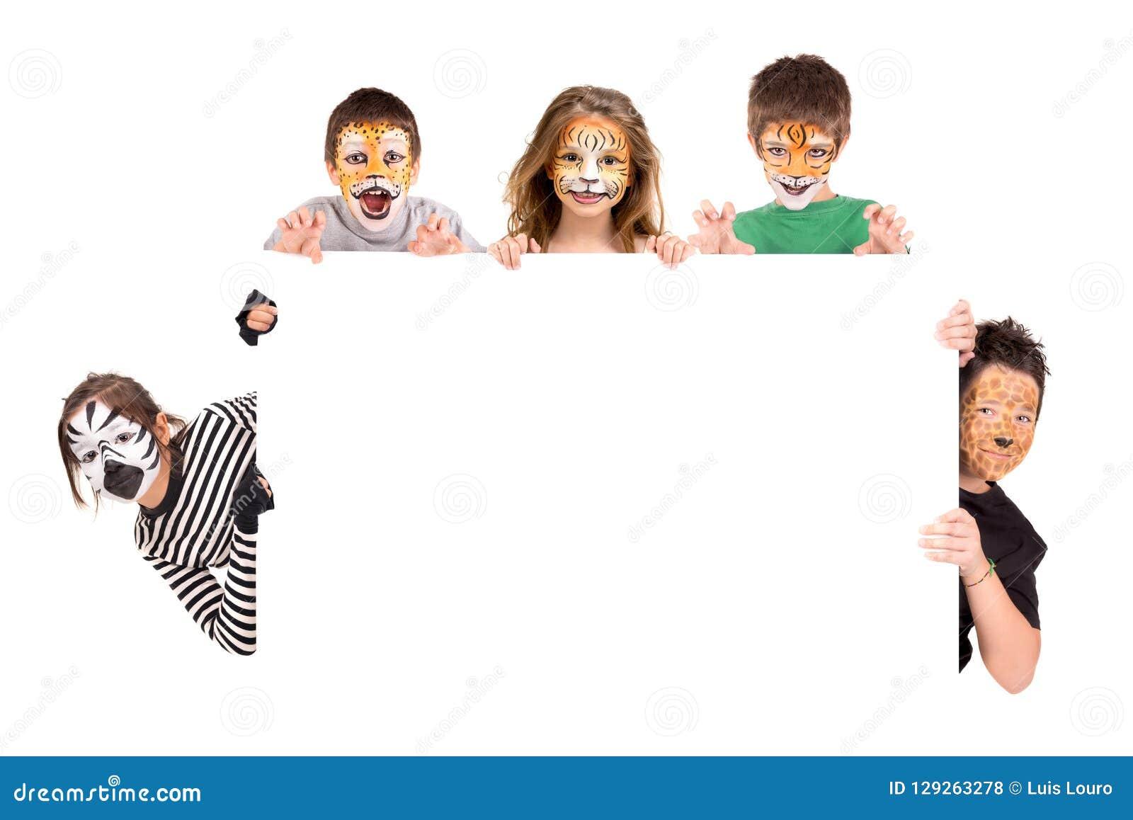 Crianças com cara-pintura animal