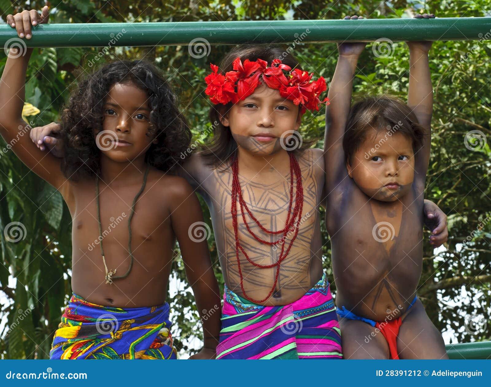 Crianças de Embera, Panamá