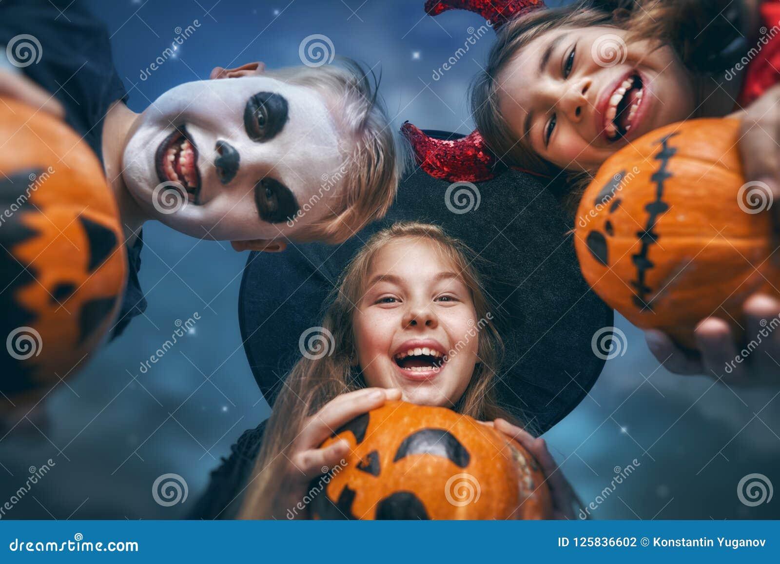 Crianças em Halloween