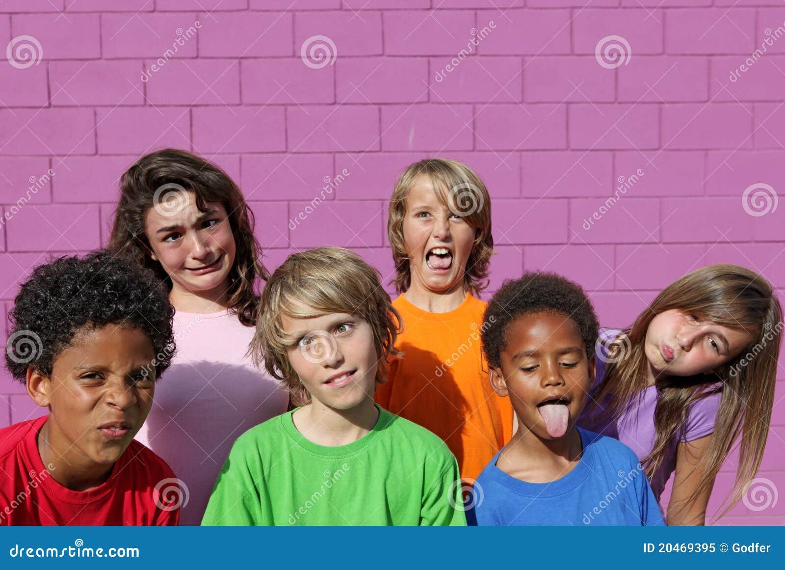 Crianças engraçadas da face