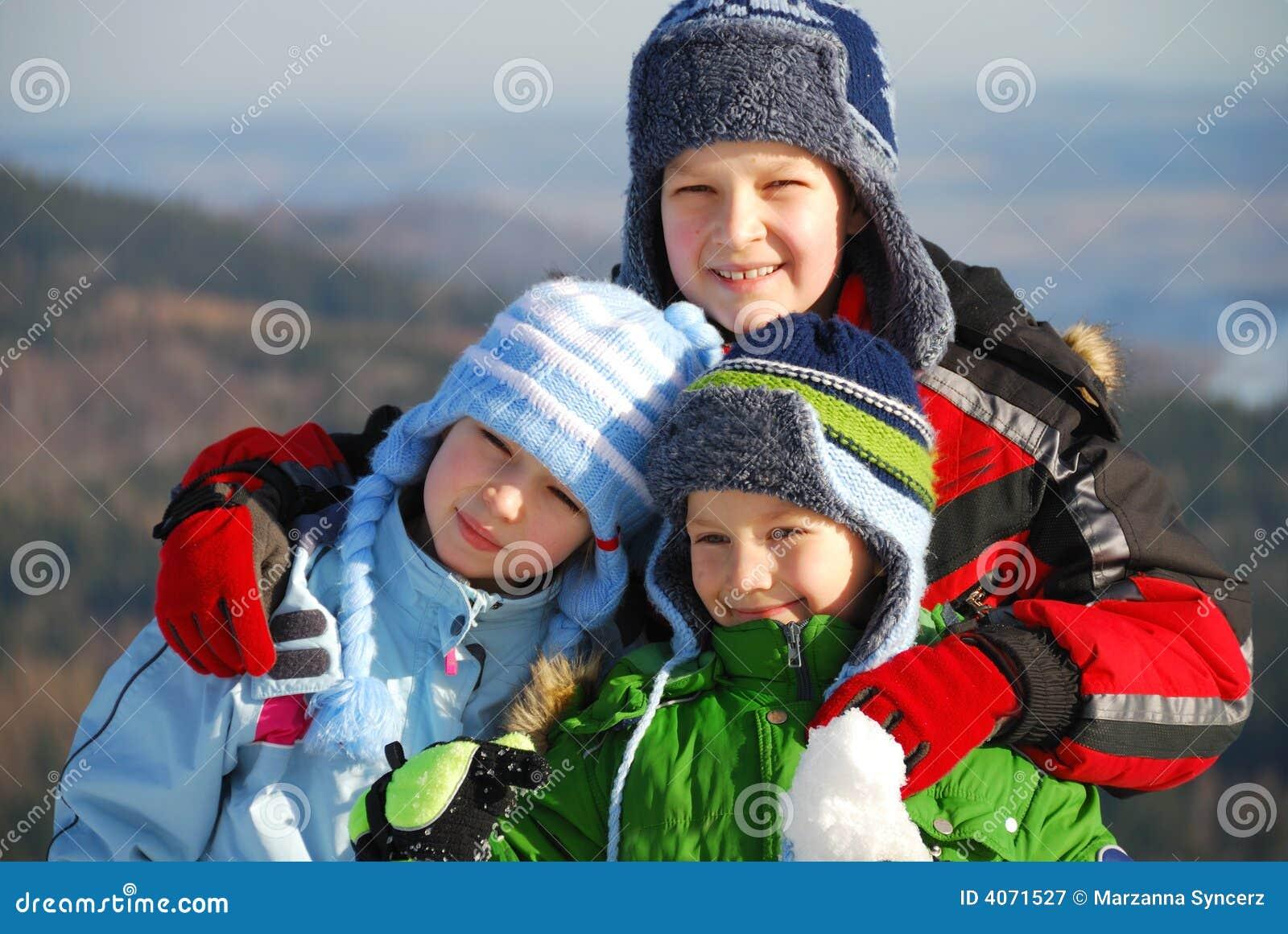 Crianças no inverno.