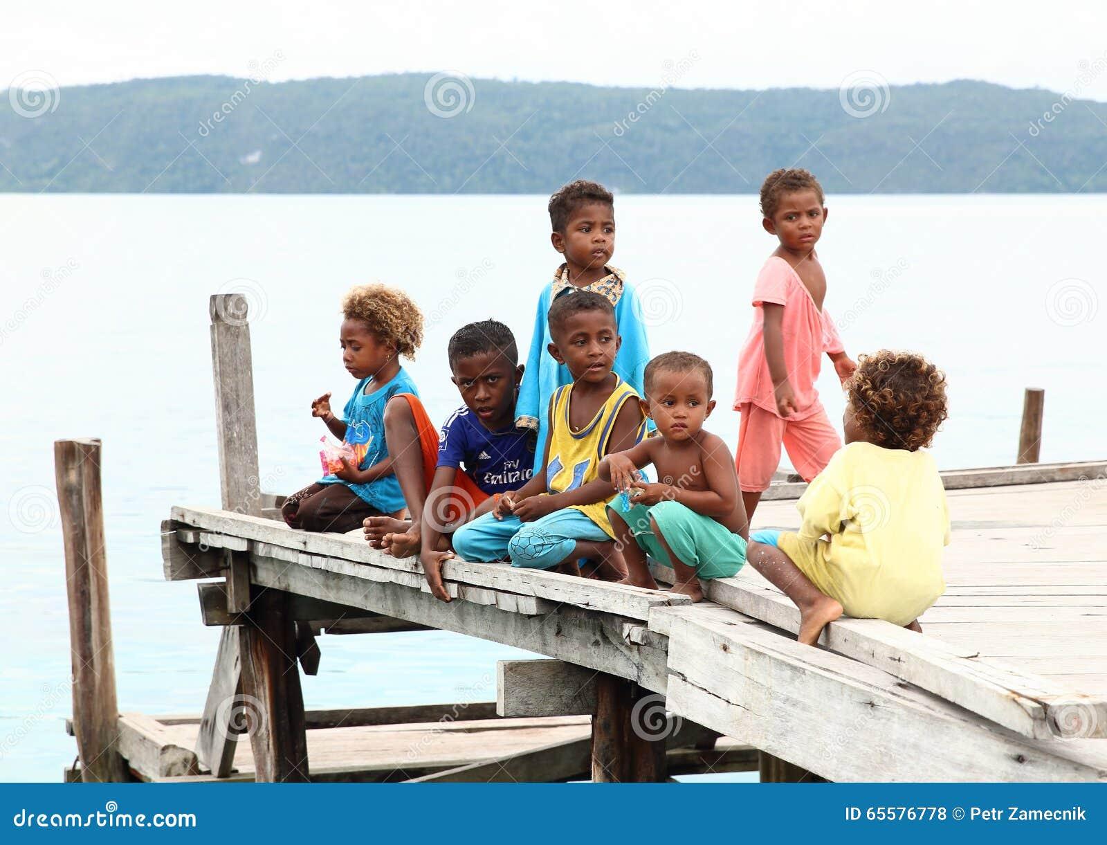 Crianças no molhe