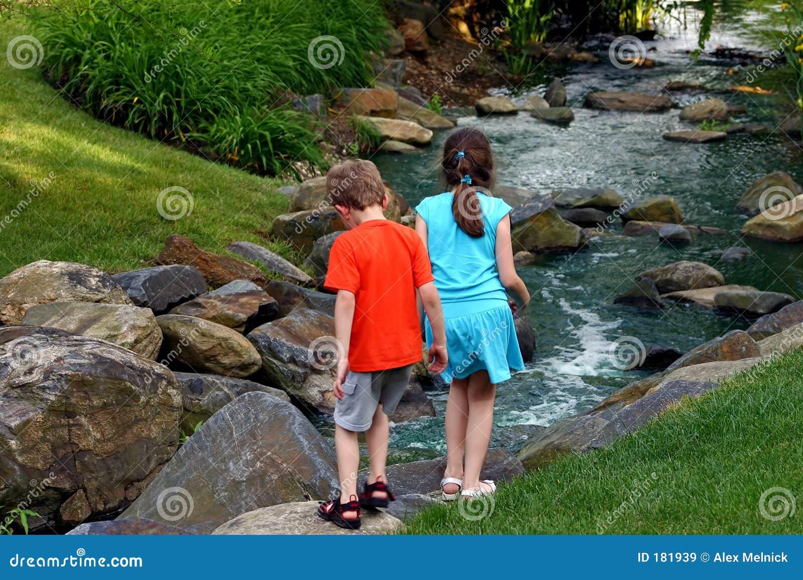 Crianças por Córrego