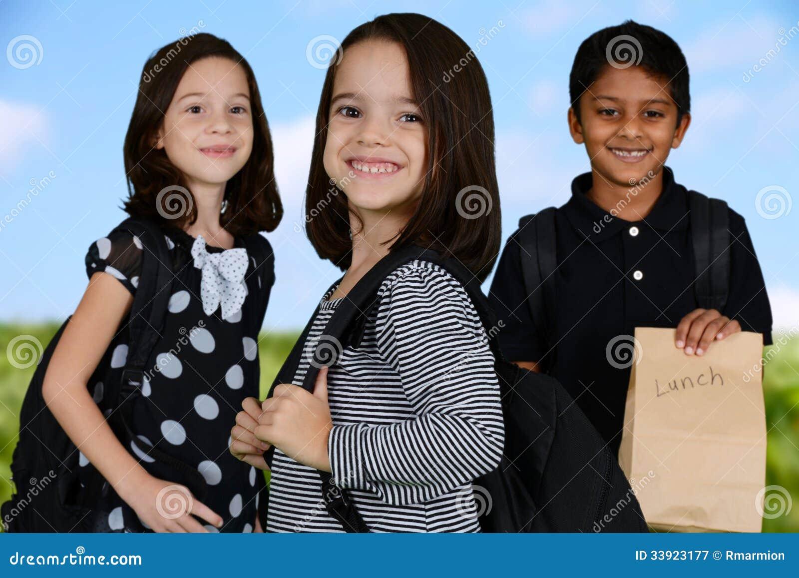 Crianças que vão à escola
