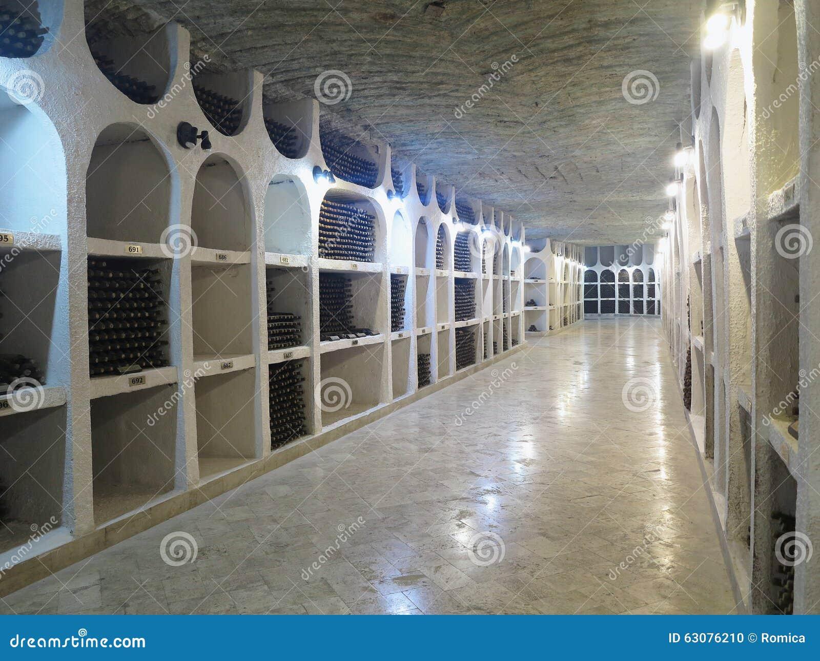 Download 03 10 2015, CRICOVA, Grande Cave Souterraine De MOLDAU Avec La Co Image éditorial - Image du foncé, bouteilles: 63076210