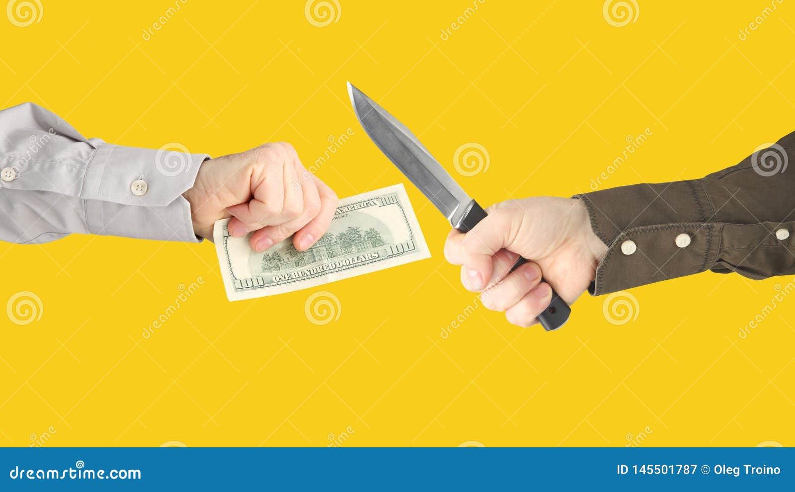 Crime contra investimentos financeiros Extors?o com uma faca
