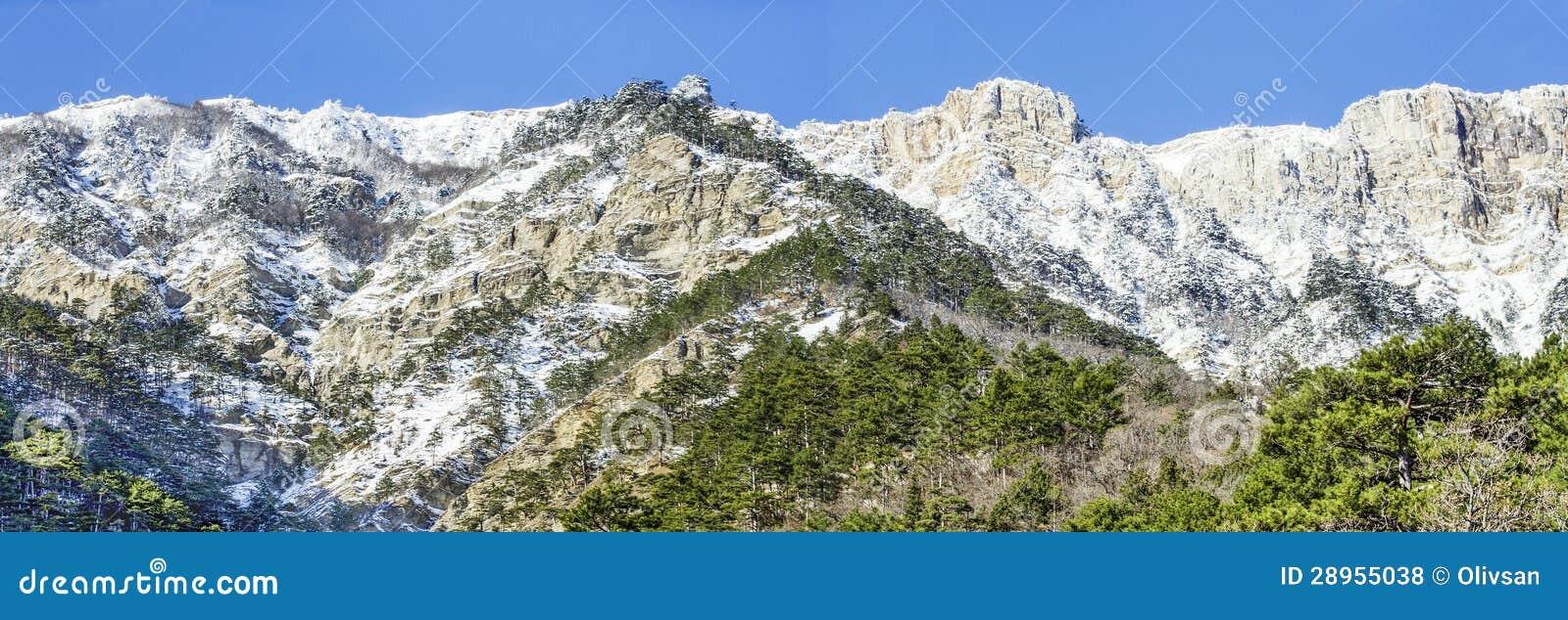 Crimea góry z śniegiem