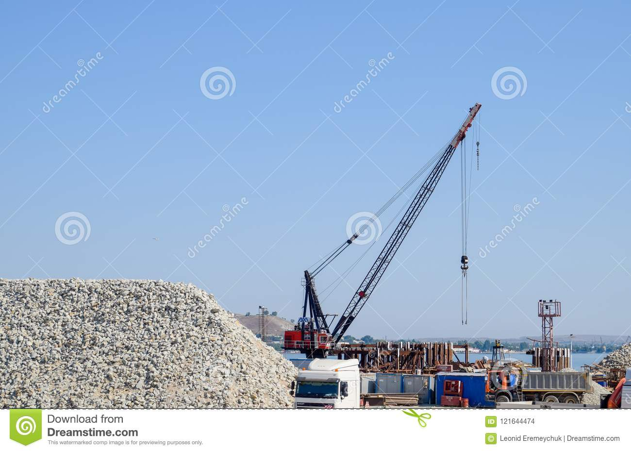 How is the construction of the Crimean bridge 69