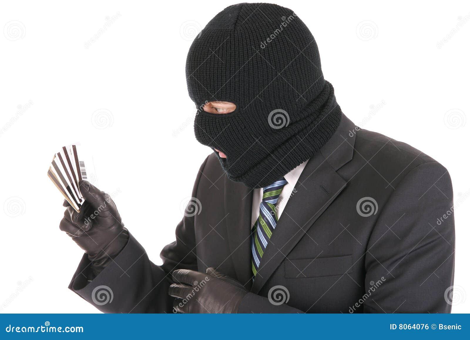 Criminal enmascarado que roba tarjetas de crédito