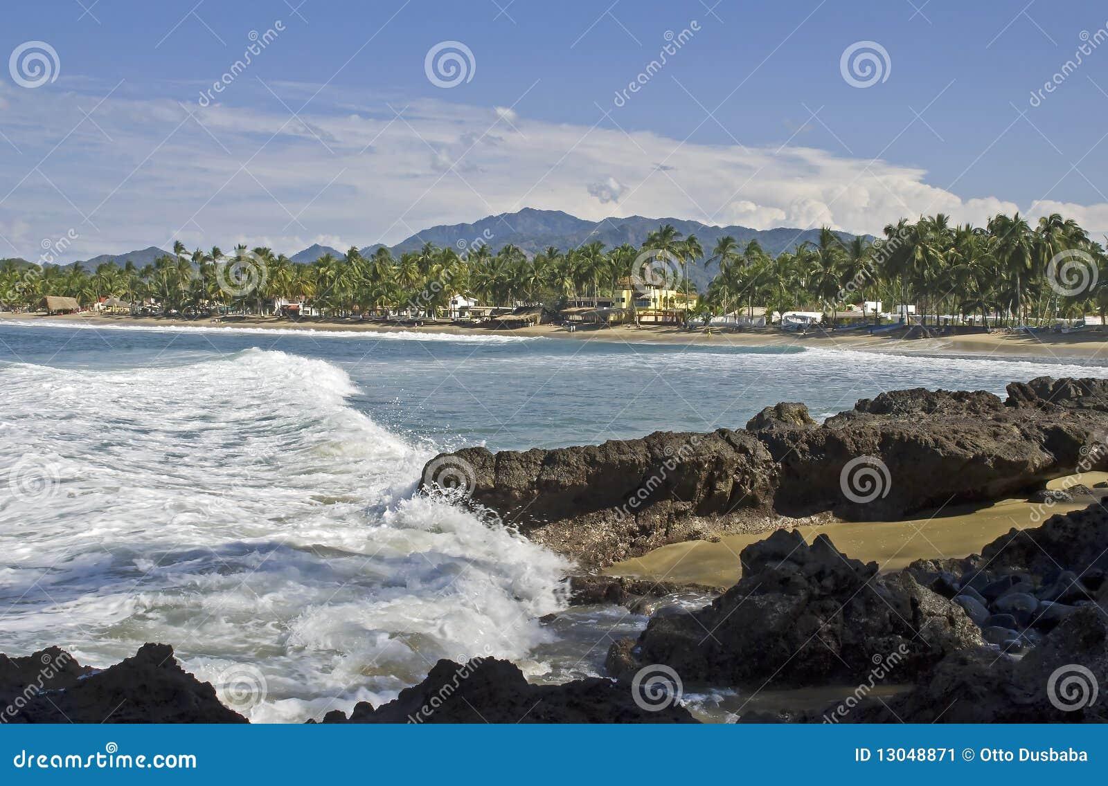Crique de l océan pacifique et plage dans Nayarit, Mexique
