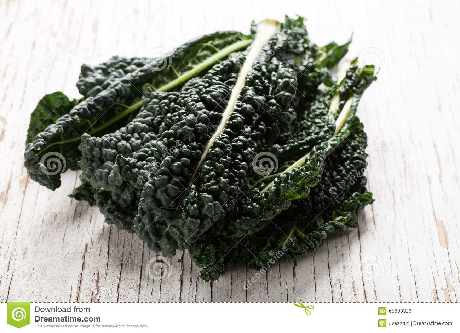 Crisp organic green lacinato kale