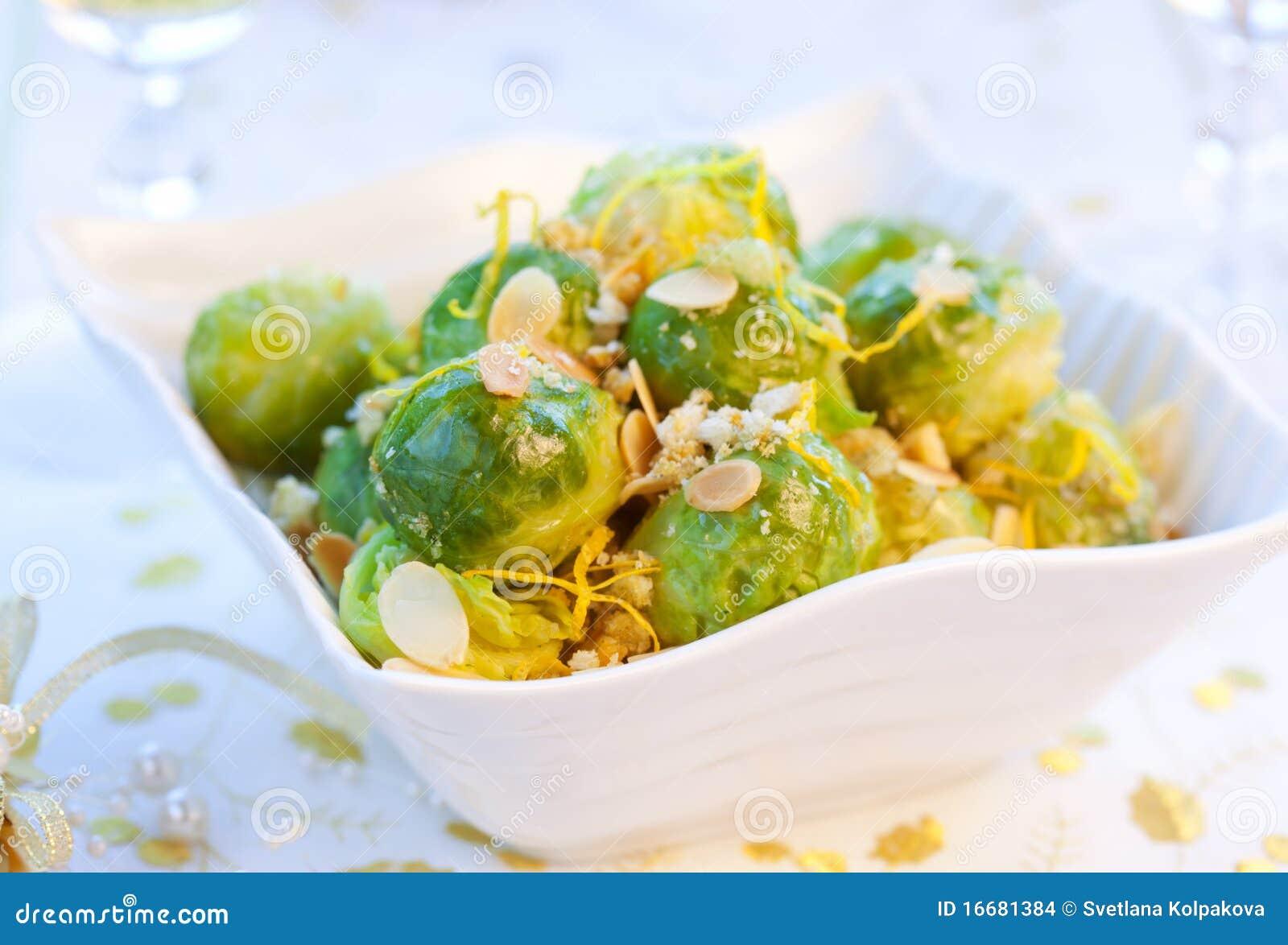 Брюссельская капуста с орехами рецепт
