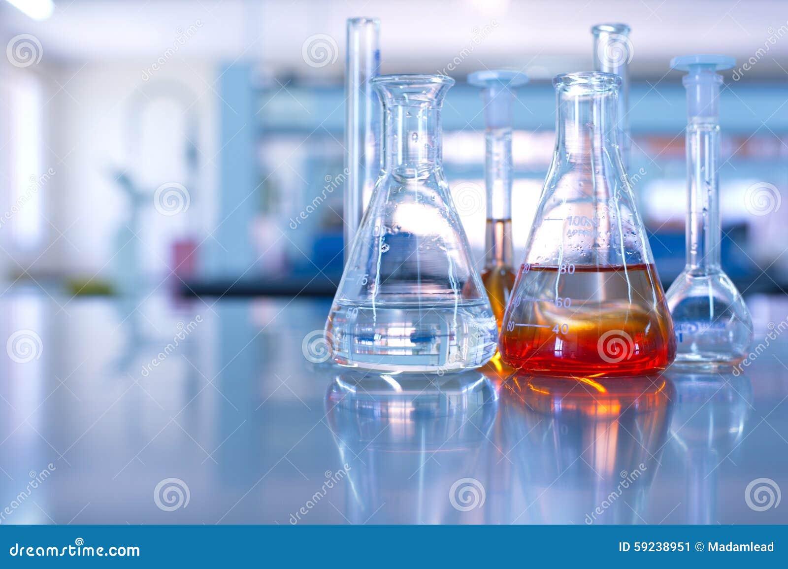 Cristalería de laboratorio de ciencia