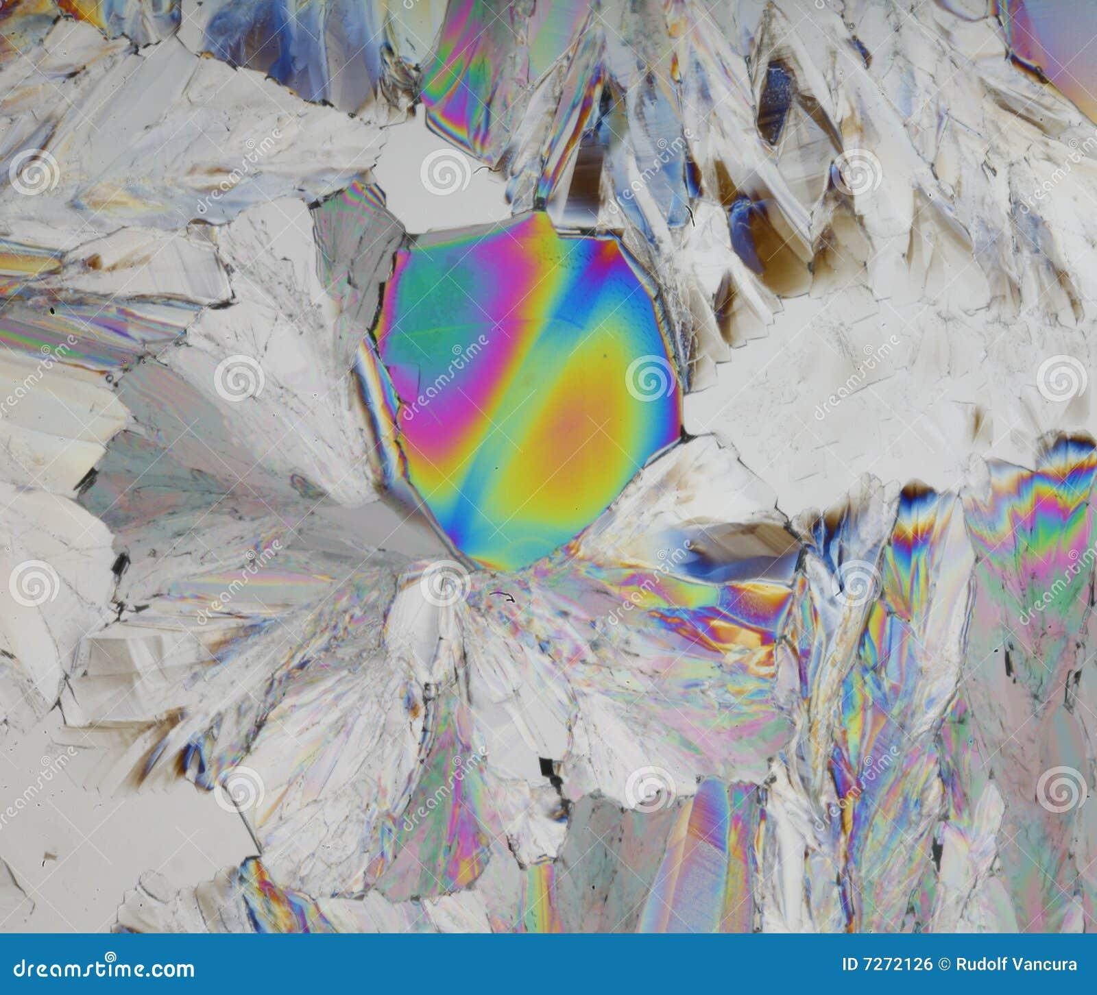 Cristales coloridos del ácido cítrico