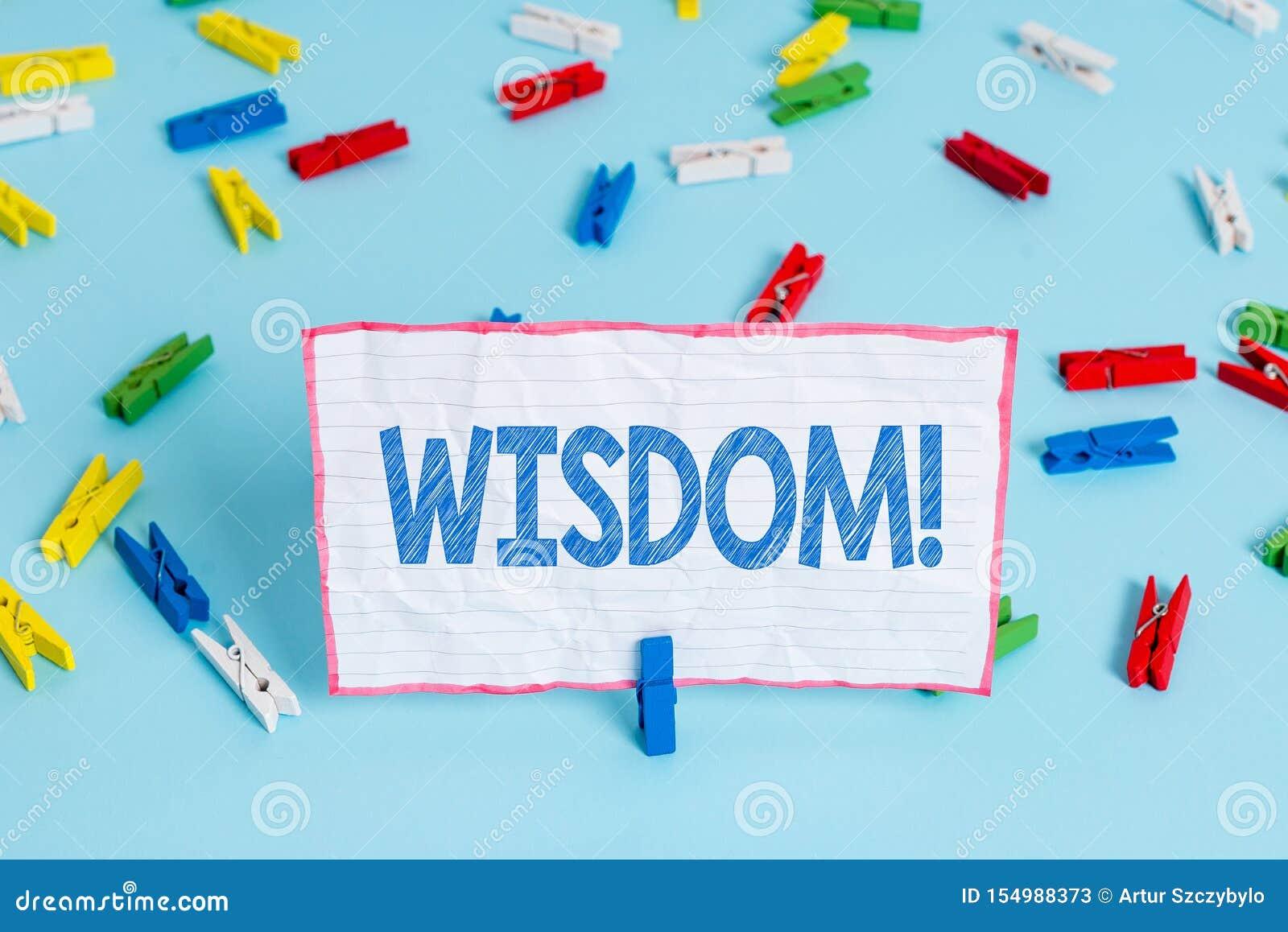 ?criture conceptuelle de main montrant la sagesse Qualit? des textes de photo d affaires ayant la connaissance d exp?rience et le