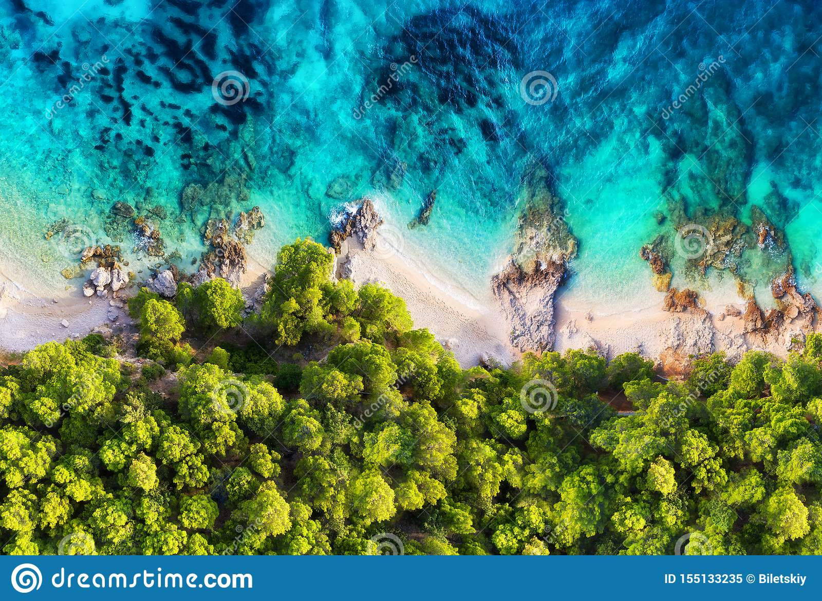 Cro?cia Costa panorâmico como um fundo da vista superior Fundo da ?gua de turquesa da vista superior Seascape do ver?o do ar