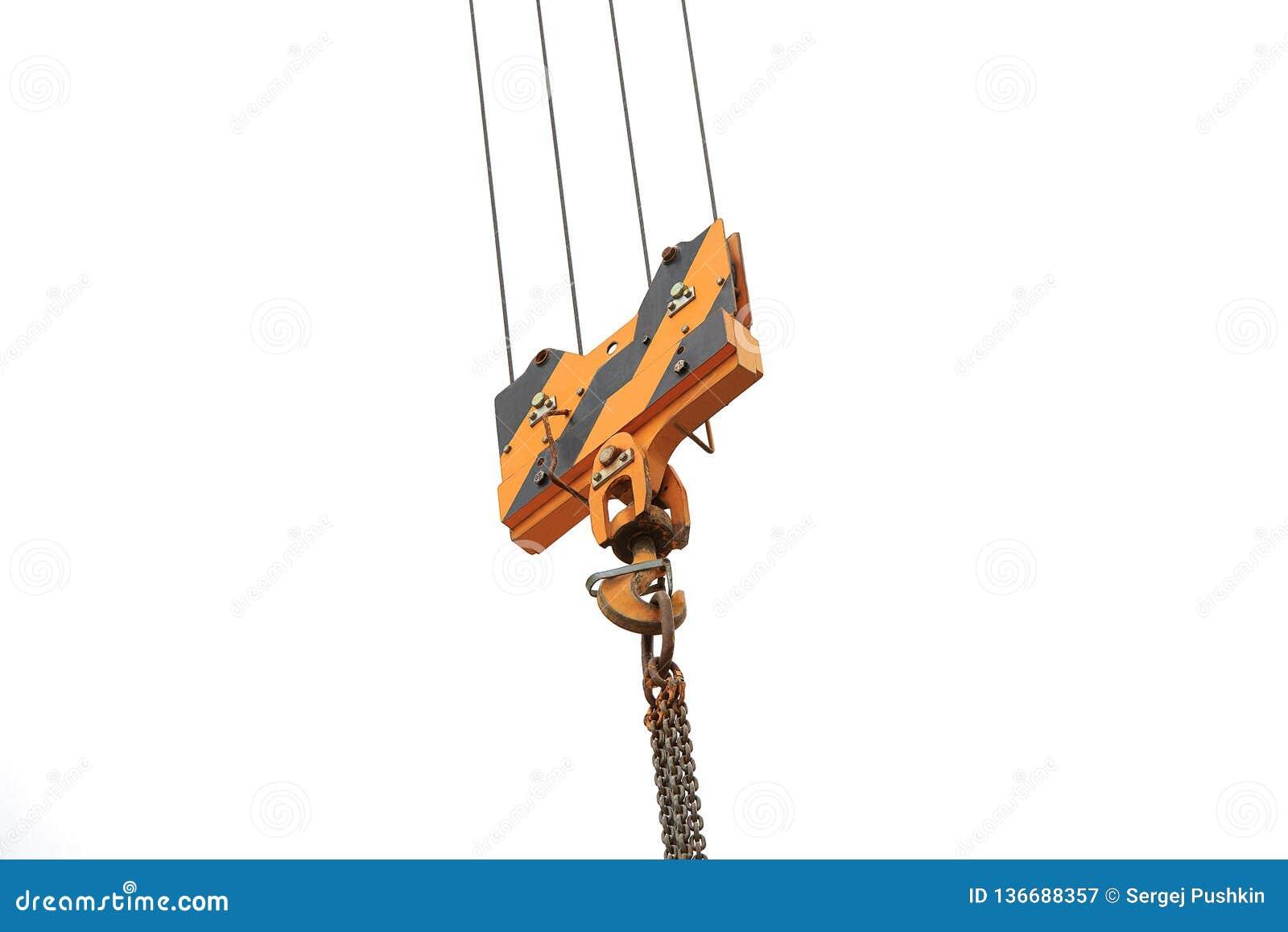 Crochet de charge de grue contre le ciel avec les traînées et la chaîne