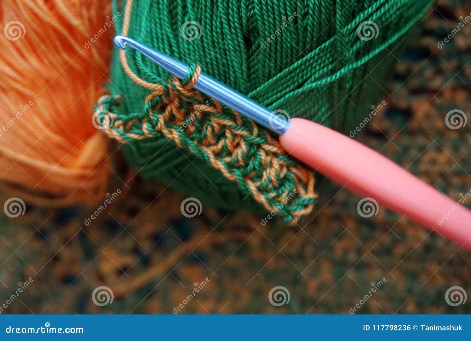 Crochet de crochet en cours de tricotage