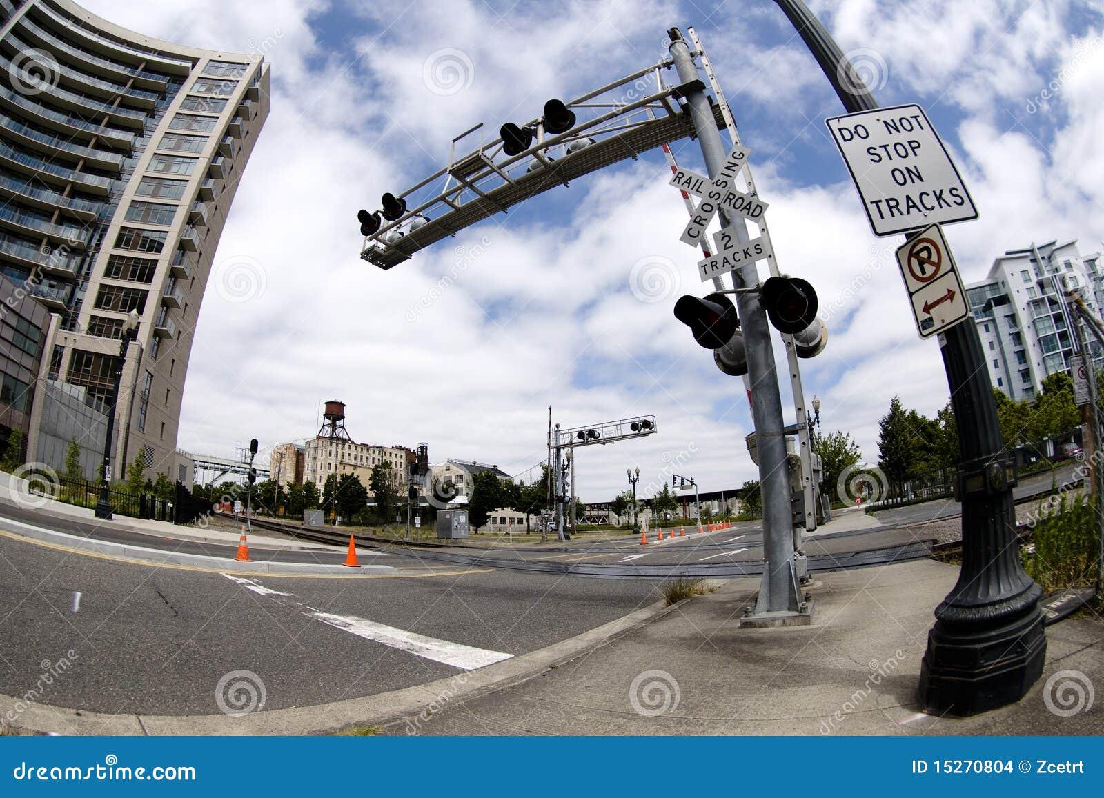 Croisement de chemin de fer fixé