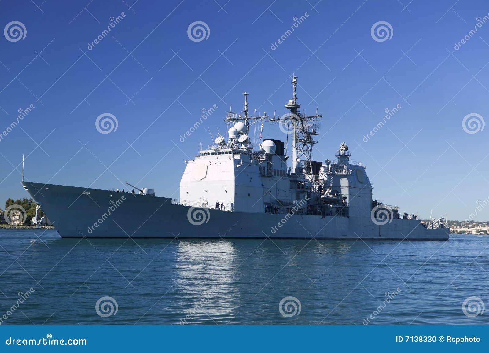 Croiseur de classe de Ticonderoga en mer