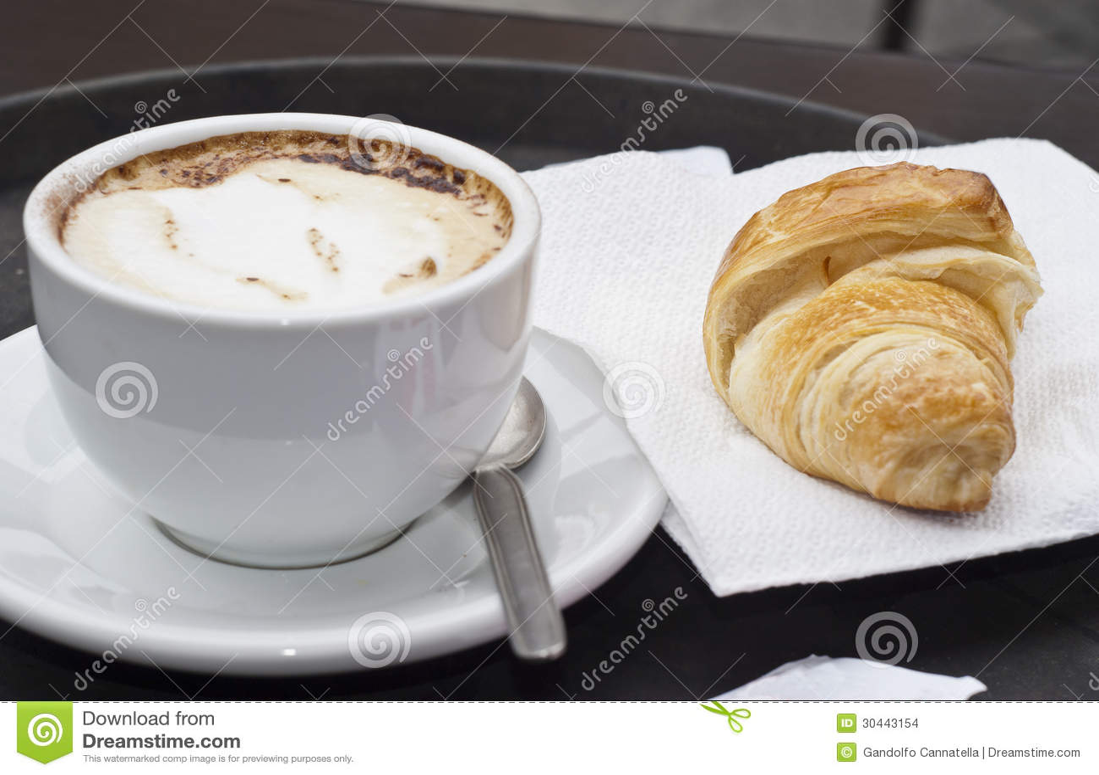 Croissant με Cappuccino