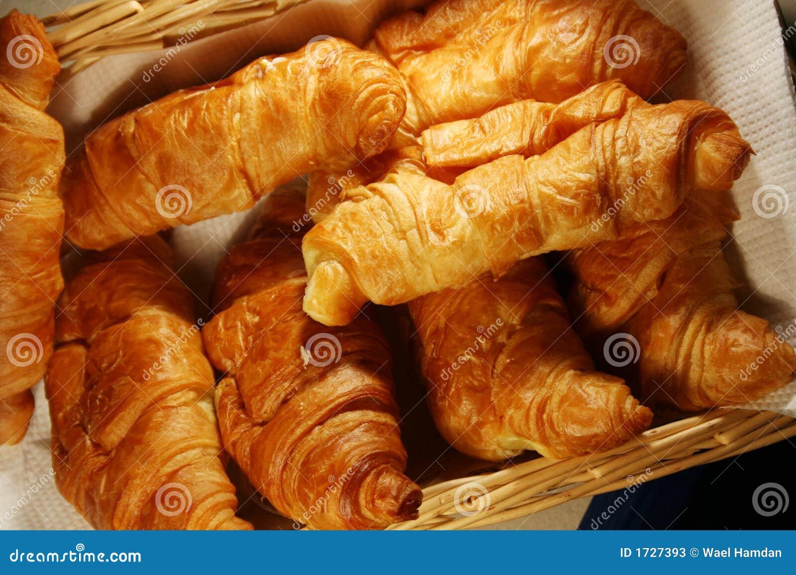 http://thumbs.dreamstime.com/z/croissant-chaud-frais-1727393.jpg