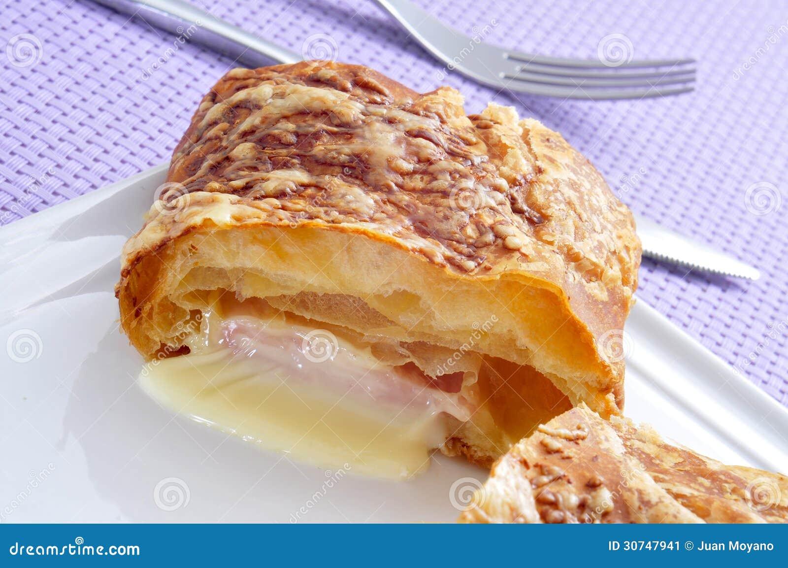 Croissant do presunto e do queijo