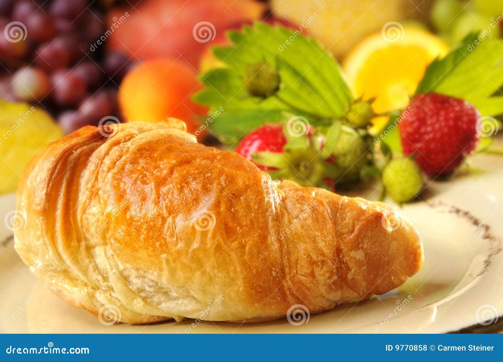 Croissant e frutta