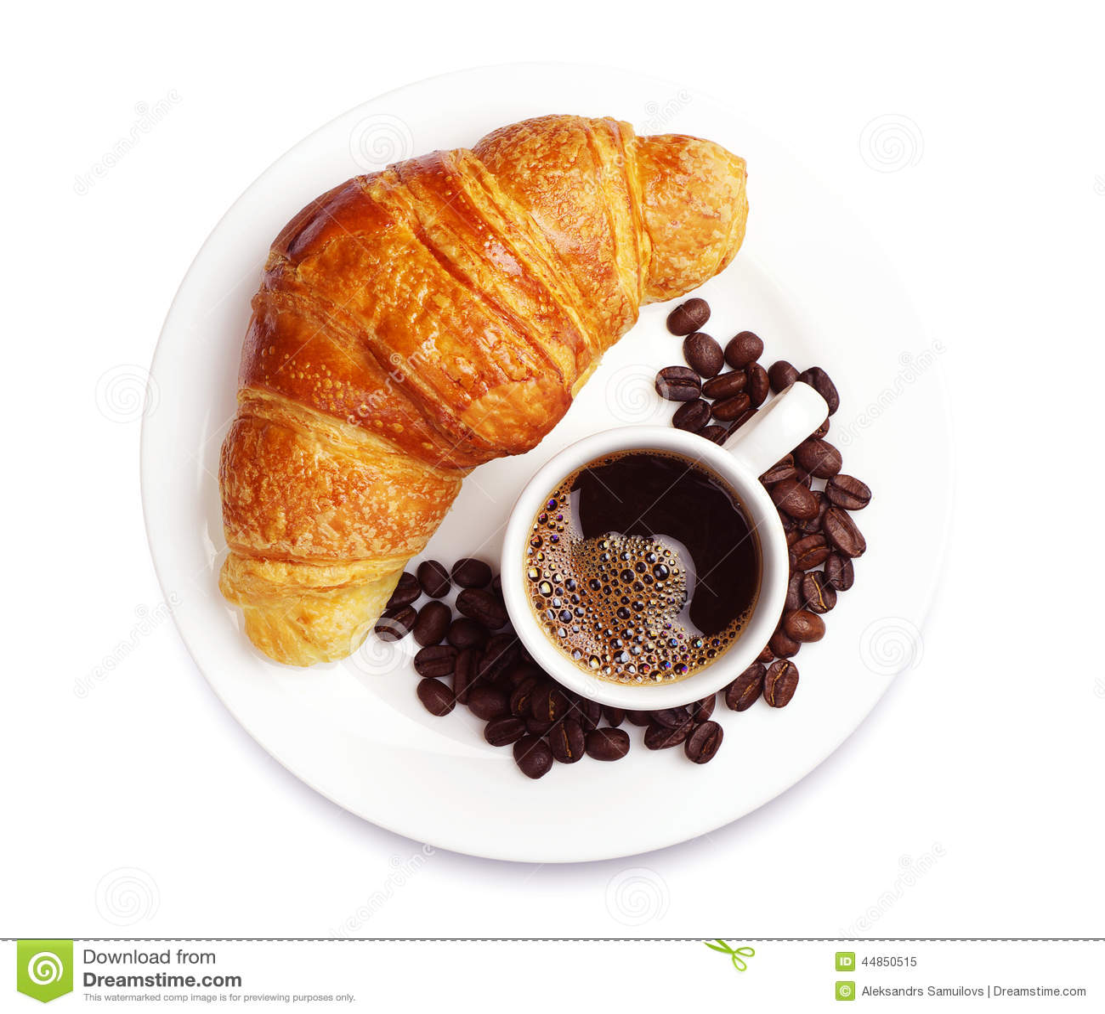 Croissant fresco con café