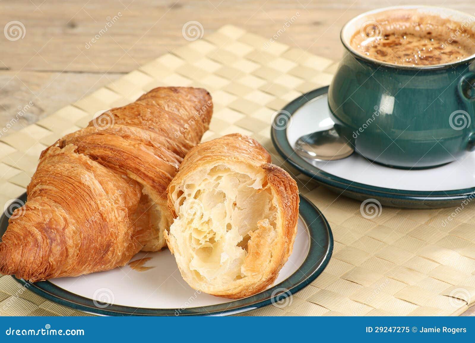 Download Croissants e café imagem de stock. Imagem de frescor - 29247275