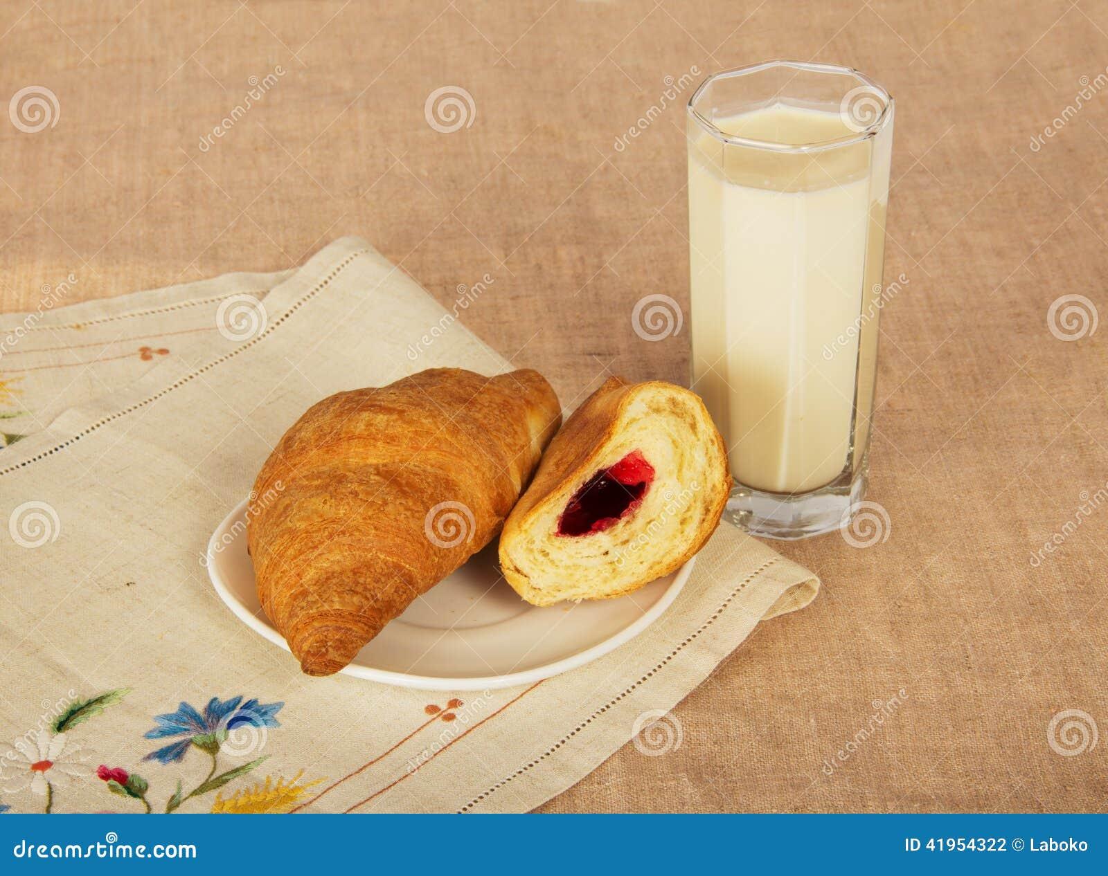 Croissants i dojny szkło