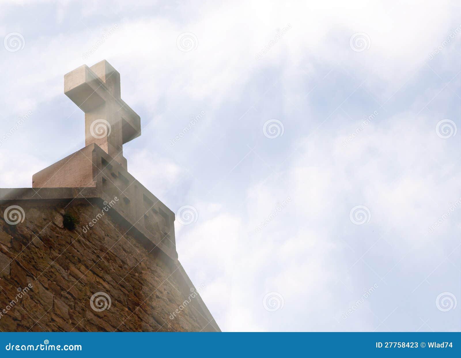 Croix chrétienne sur le toit
