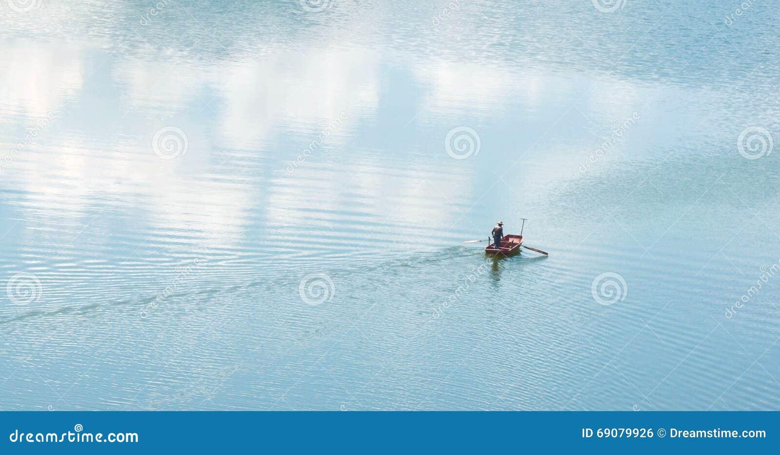 Croix d aviron une rivière bleue dans le marécage