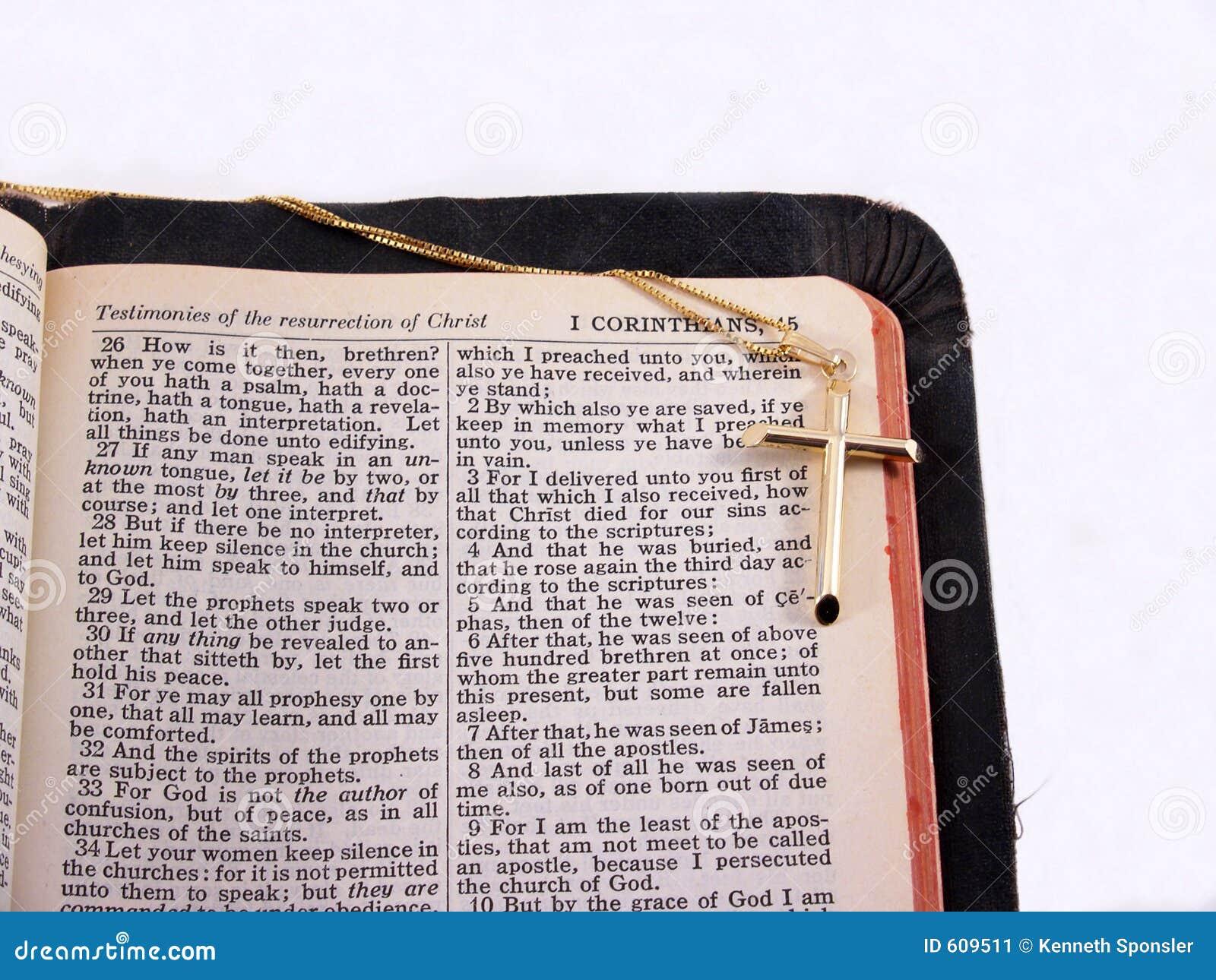 Croix d or sur la bible, marge