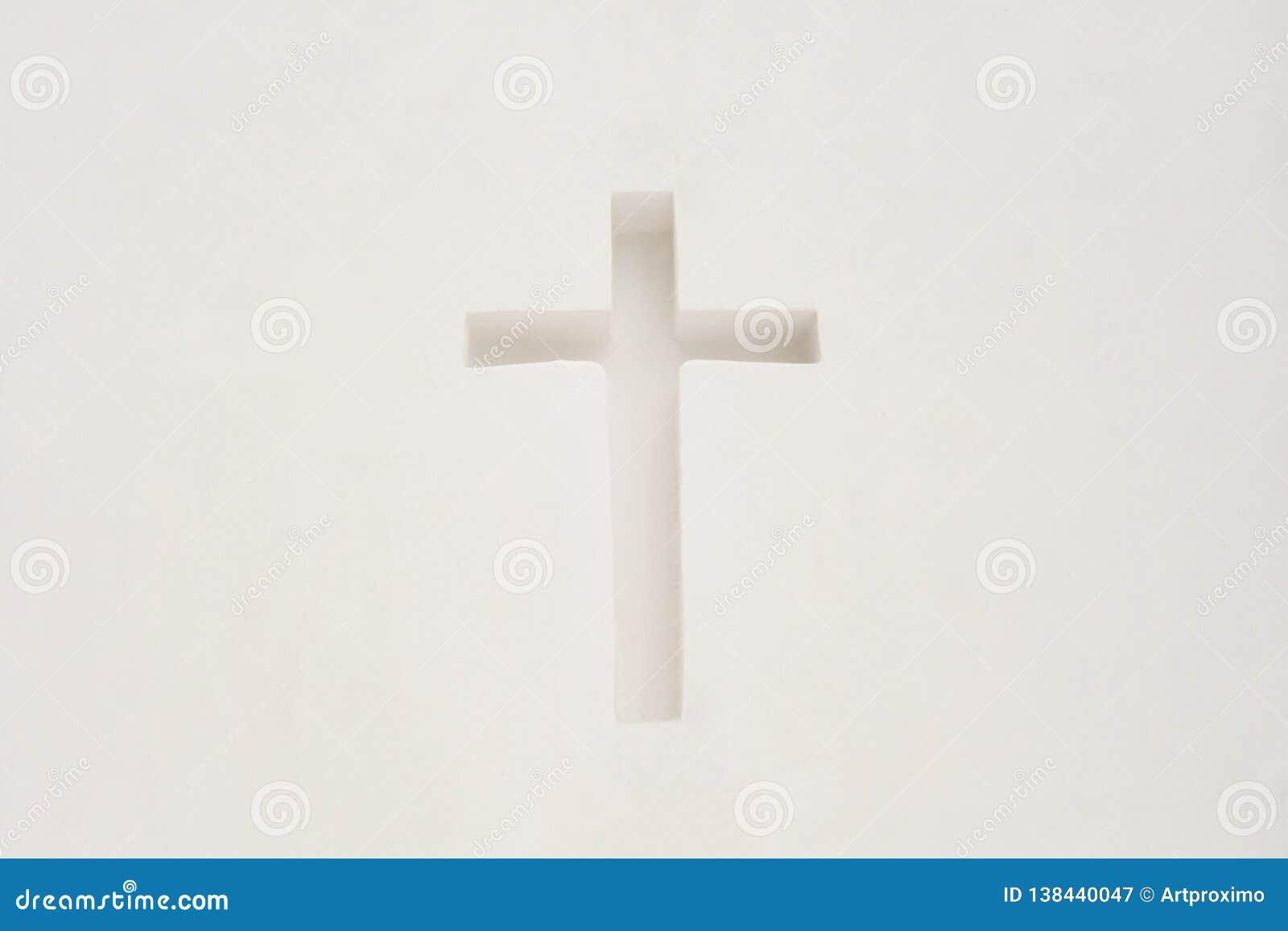 Croix dans un mur blanc Symbole religieux