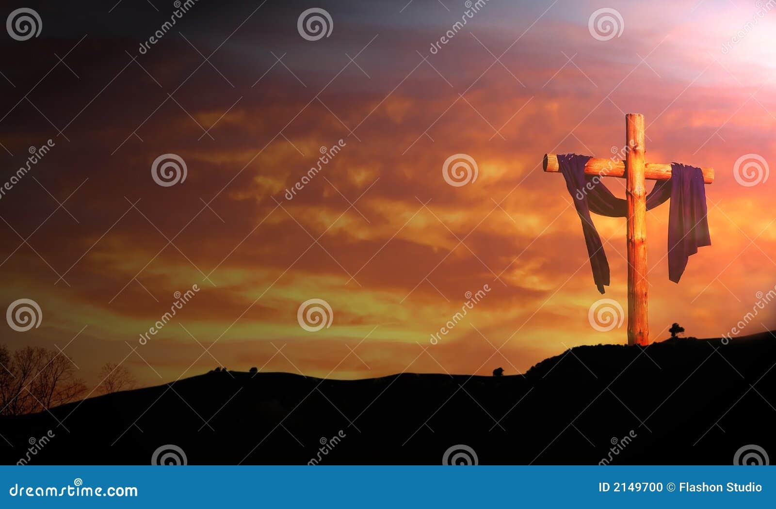 Croix en bois sous le lever de soleil