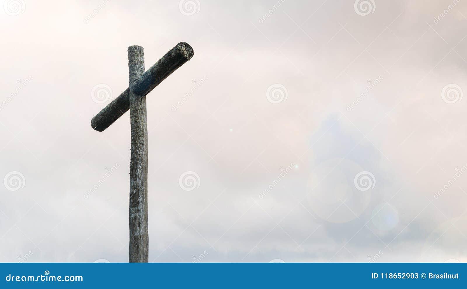 Croix en bois sur l espace de ciel bleu et de copie Fond chrétien, scène spirituelle