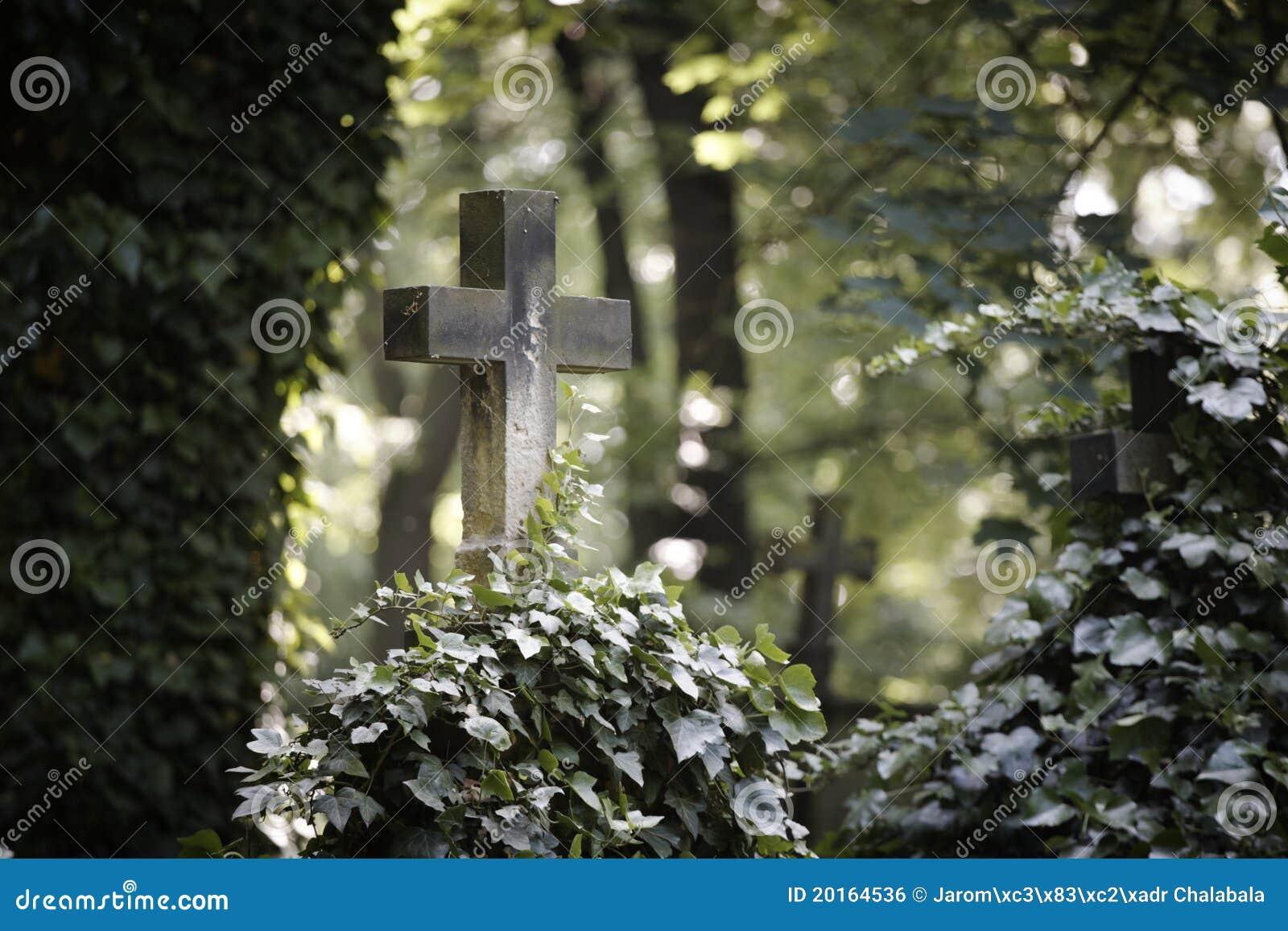 Croix sur la tombe