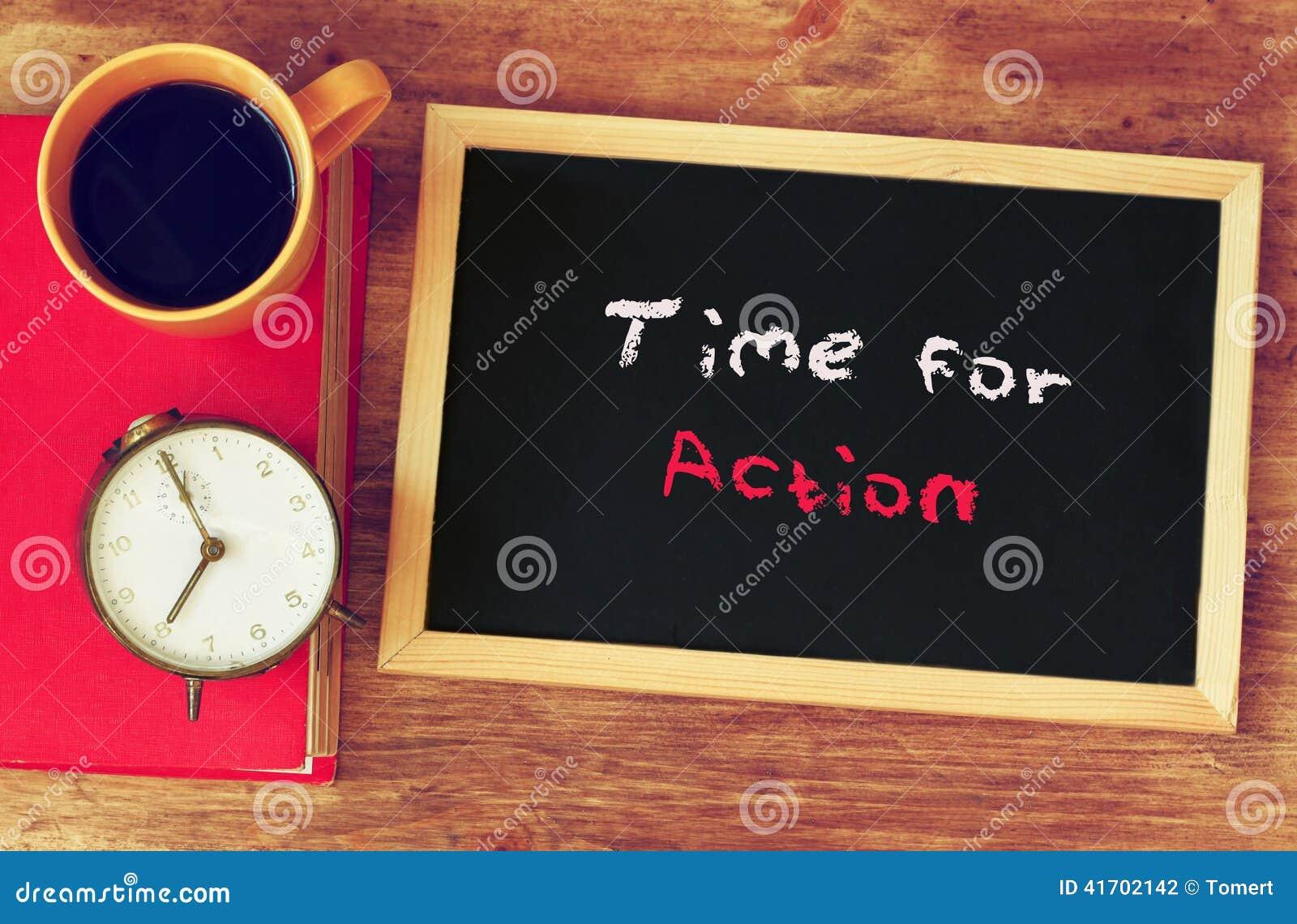 Cronometre Copo De Café E Quadro Negro Com O Momento Da