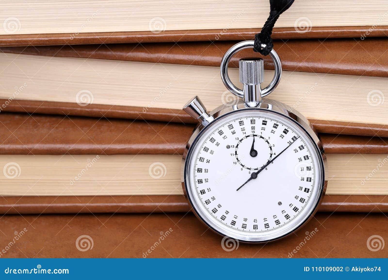 Cronometro analogico del metallo