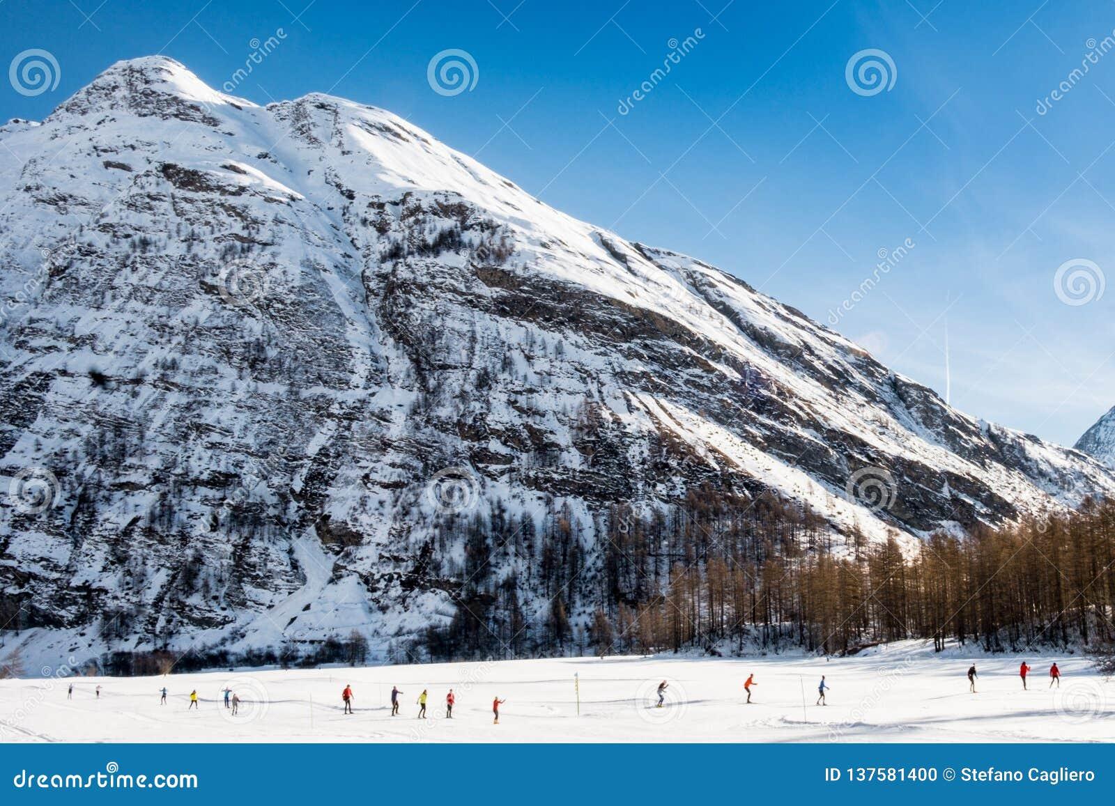 Cross Country-Skifahrer in Alpen Bessans - Frankreichs