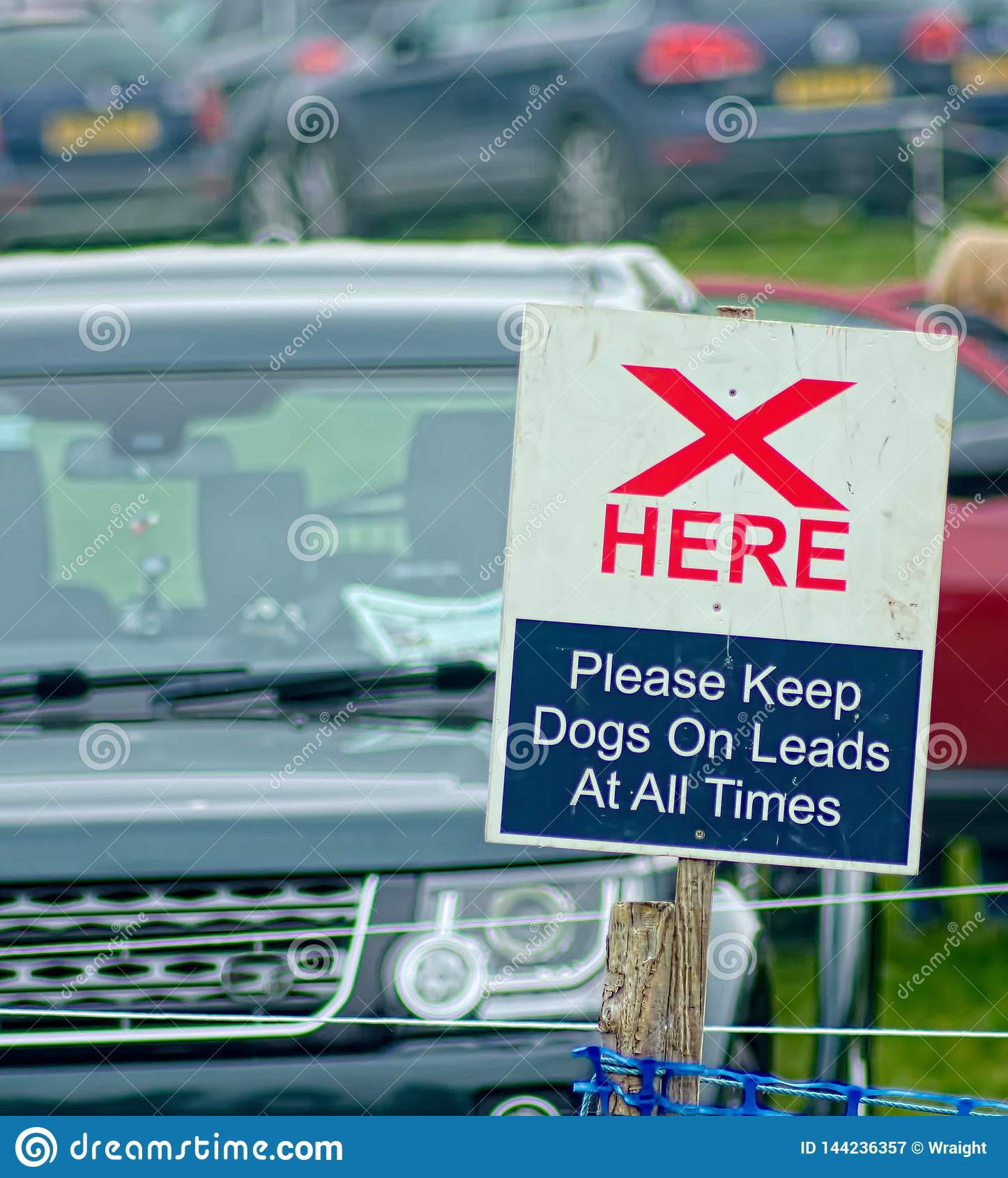 Cross here sign. Keep dogs on leads.