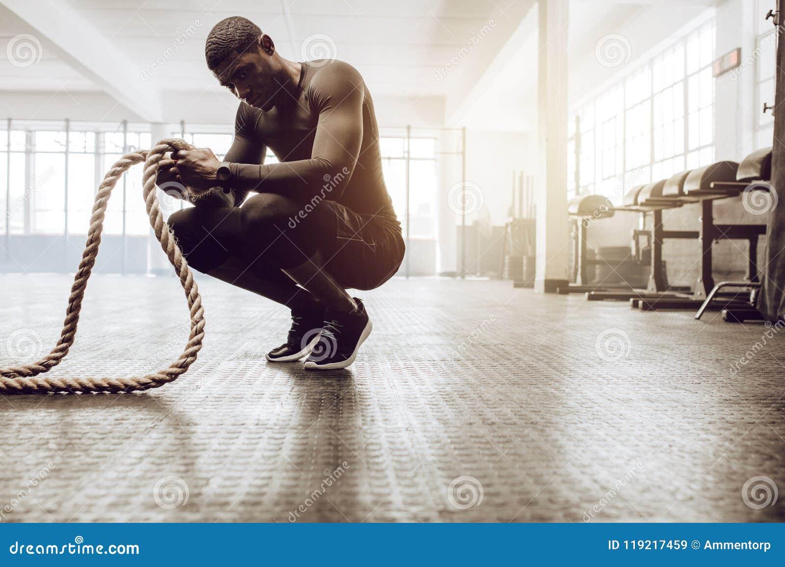 Crossfitkerel opleiding bij de gymnastiek