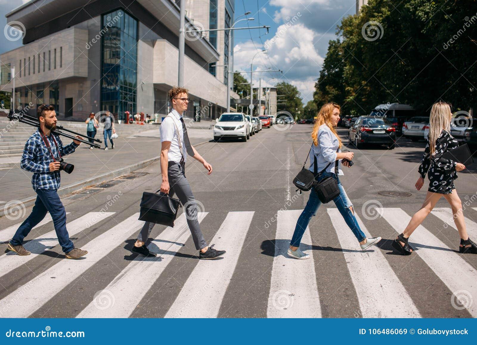 Crosswalk mody młodości miastowy styl życia