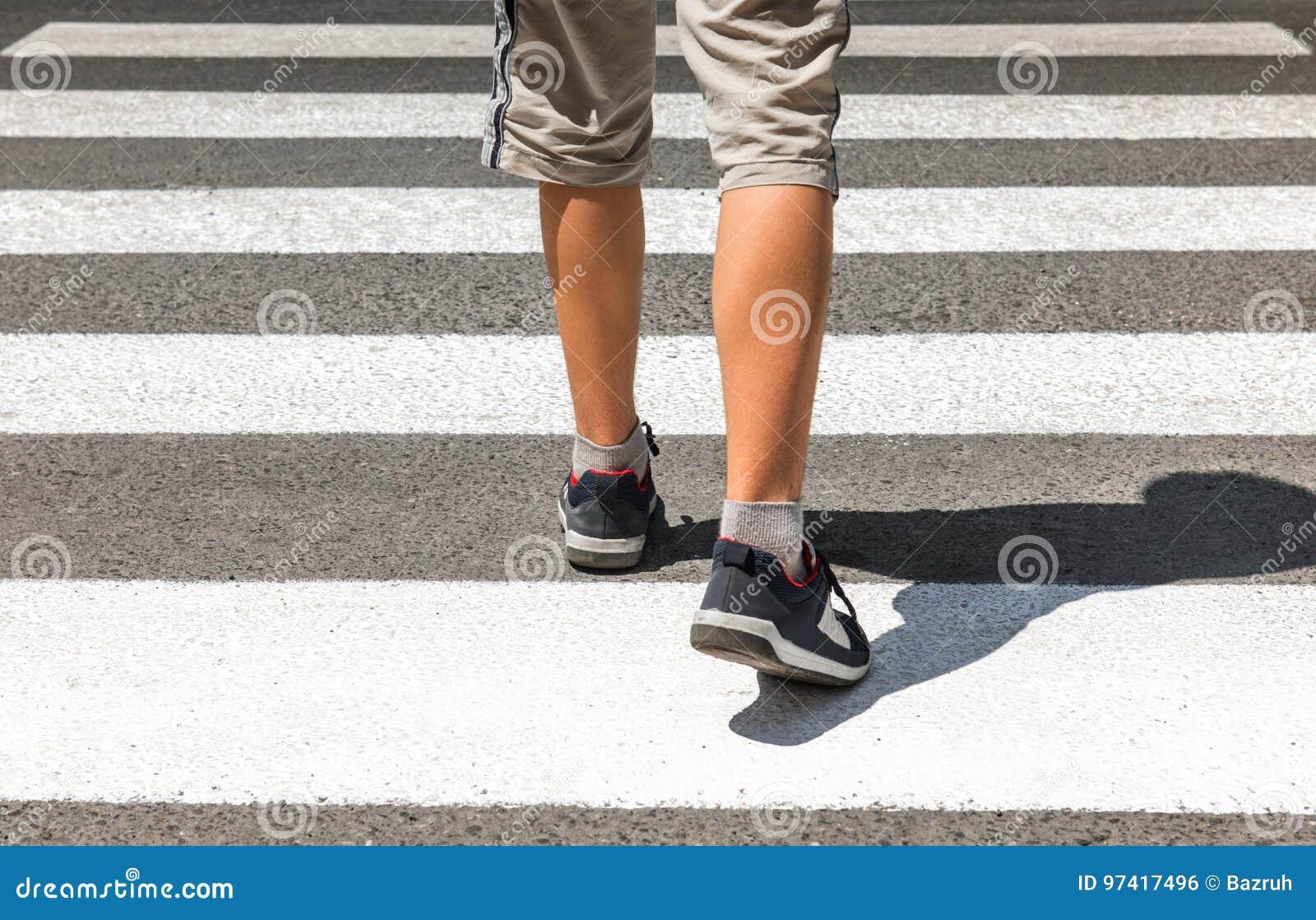Crosswalk Piéton sur la route
