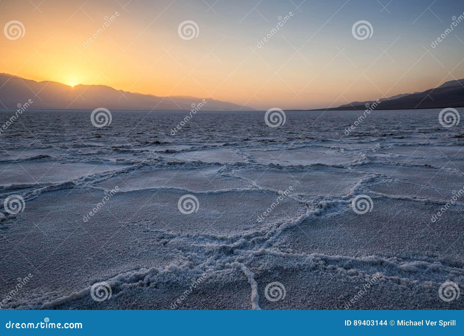 Crosta de sal na bacia de Badwater no Vale da Morte