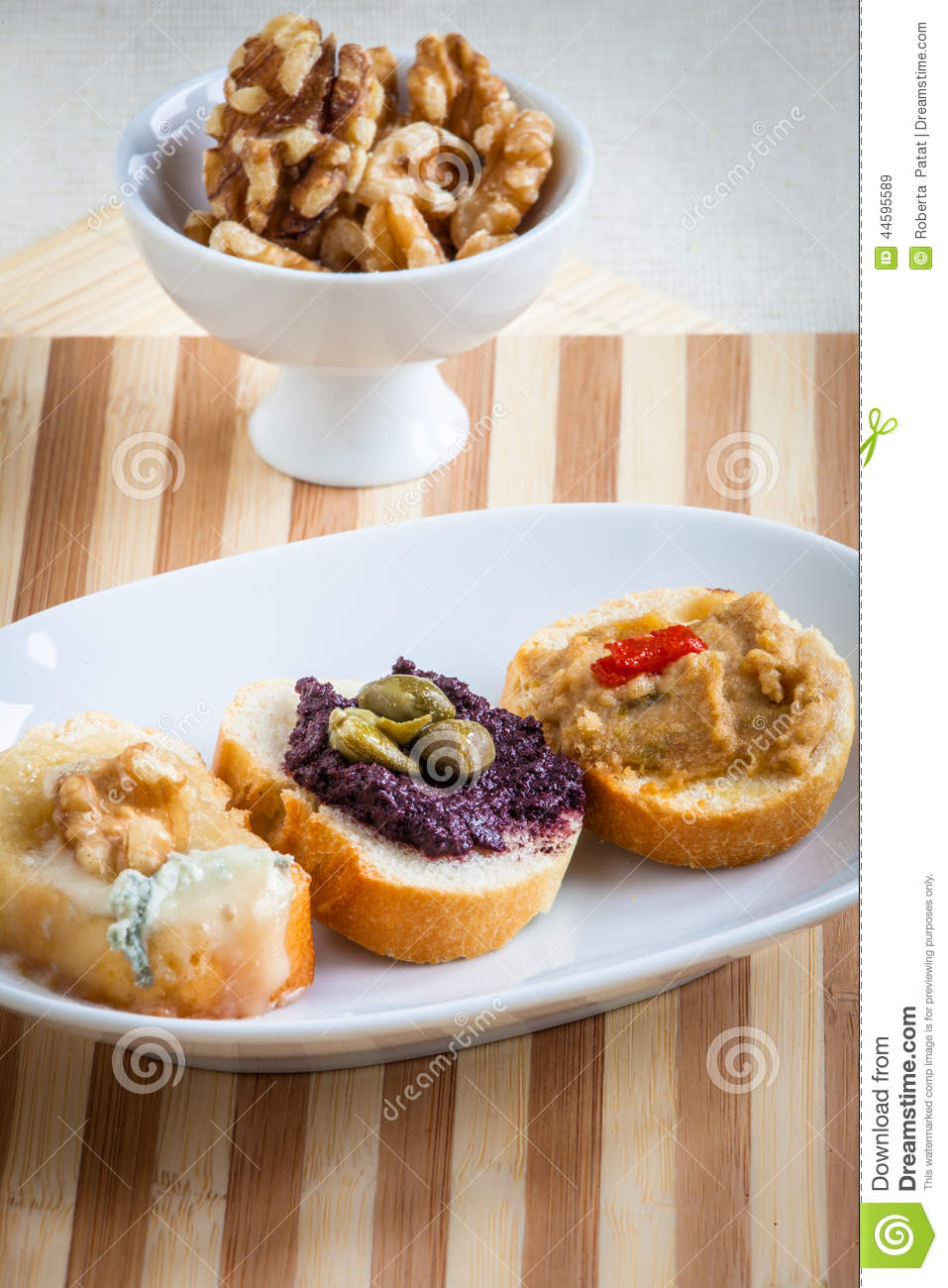 Assorted crostini, italian style appetizers: bread: gorgonzola chees ...