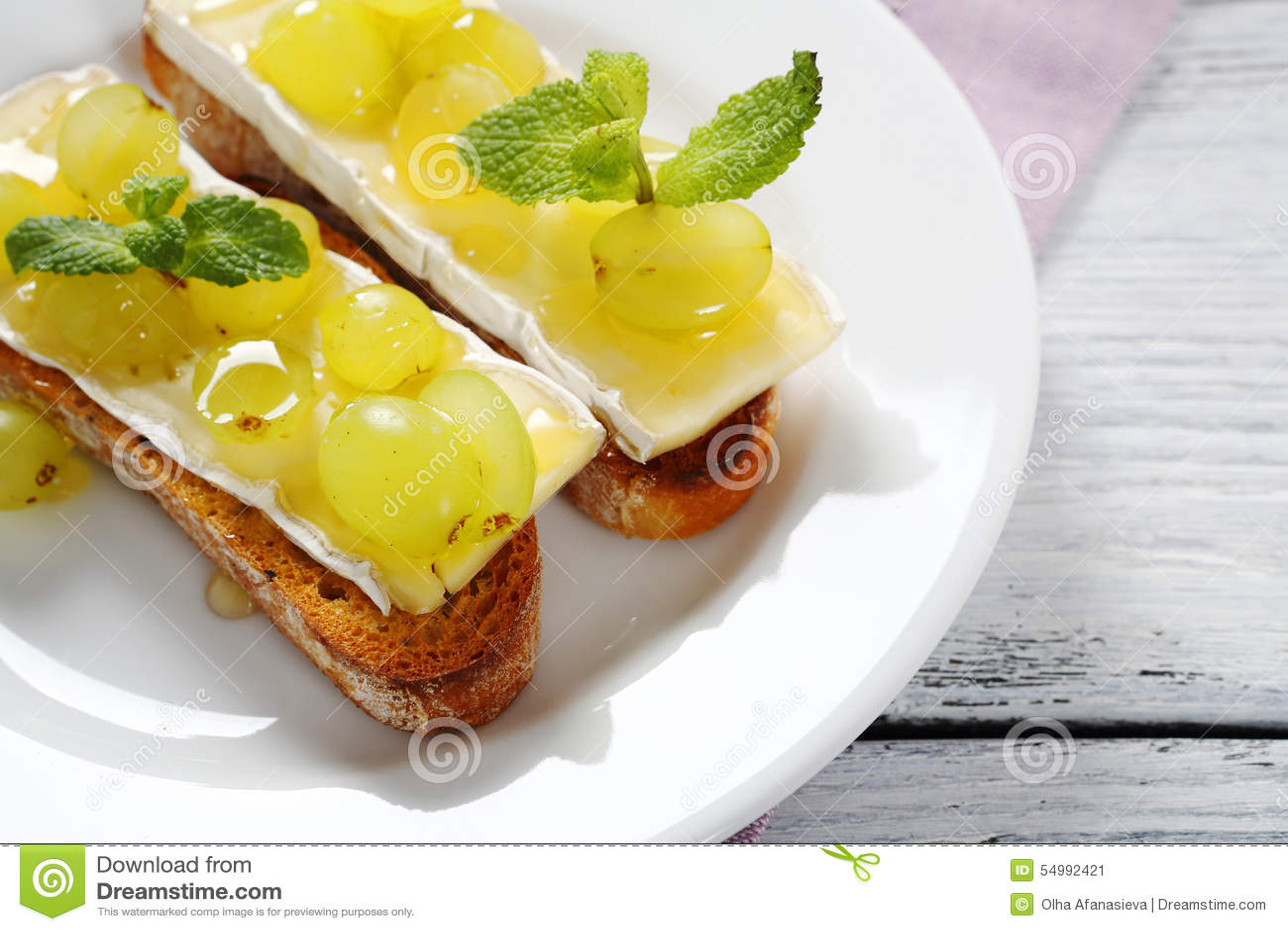 Crostini met kaas en druiven