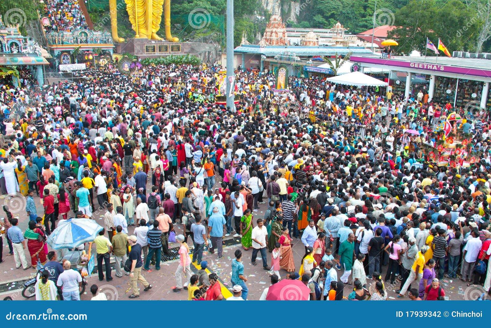 [Image: crowd-batu-cave-thaipusam-festival-17939342.jpg]